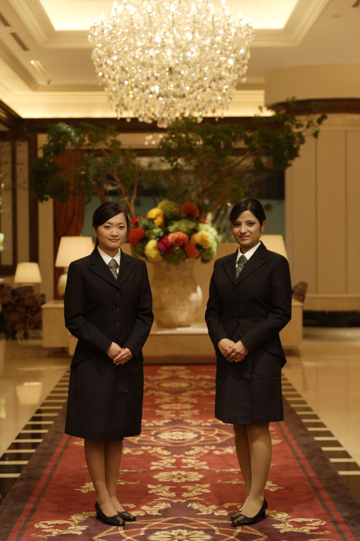 ホテルのパンフをみれば、卒業生!!すごい!: ホテルアイズ